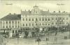 """alte, schwarz-weiße Postkarte von Czernowitz, darauf zu sehen ist ein großer Platz mit repräsentativen Bauten, der """"Platz der Vereinigung"""""""